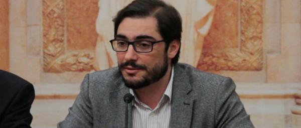 """Deputado João Oliveira ao 'E':  """"A Direita Portuguesa diverte-me"""""""