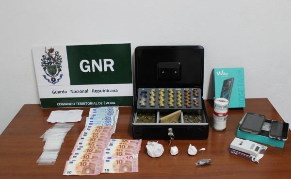 Montemor-o-Novo. GNR detém 2 indivíduos por práticas relacionadas com o crime de tráfico de estupefacientes