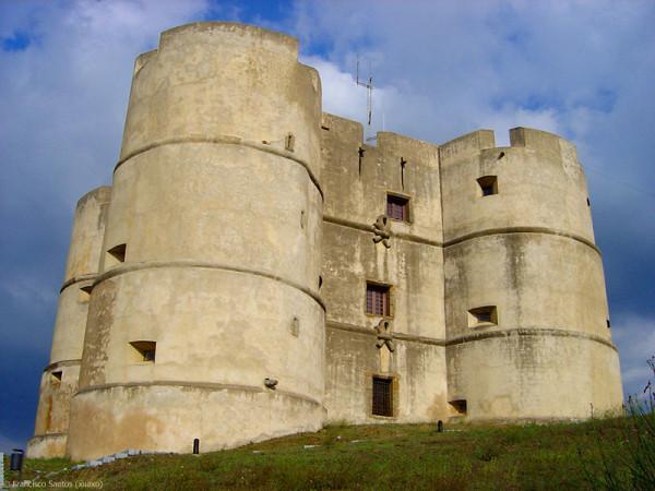 "Évoramonte: Artista australiano ""instala-se"" no castelo"